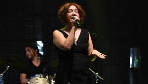 İzmir Fuarının açılış konseri Nazan Öncelden