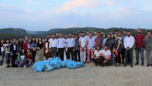 AK Partili gençlerden Karaağaç göletinde çevre temizliği
