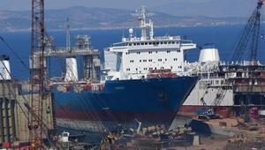 Foçada denize yakıt bırakılan gemiyle ilgili soruşturma sürüyor