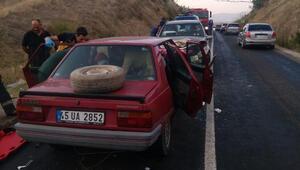 Manisada iki otomobil çarpıştı: 8 yaralı