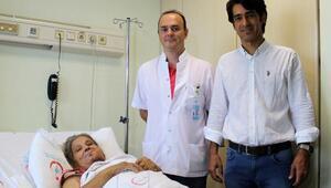 Ağzından tümör alınan hastadaki boşluk bacak dokusuyla kapatıldı