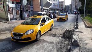 (Yeniden) - Aksarayda çöken yol trafiğe açıldı