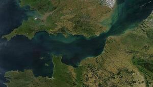 Atlas Okyanusu'na Manş Denizi'ne Akdeniz'e kıyısı olan tek ülke hangisidir