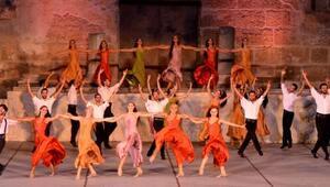 Zorba Aspendos Antik Tiyatrosunda sahnelendi