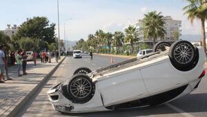 Antalyada hafif ticari araçla otomobil çarpıştı: 6 yaralı