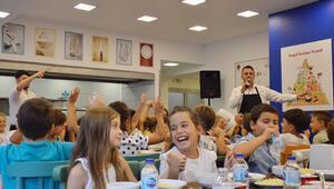 Öğrenciler şaşırdı...Yemekhanede ilk gün operası
