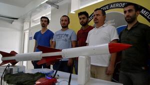 Üniversite öğrencilerinden yük taşıyabilen roket