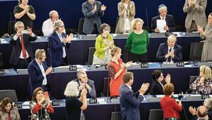 Macaristan'a Avrupa'dan sarı kart