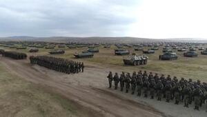 Rus ordusundan devasa geçit töreni