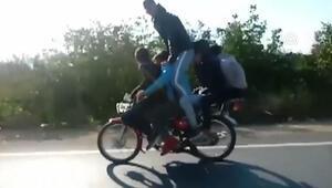 Antalyada motosiklette 5 kişilik tehlikeli yolculuk