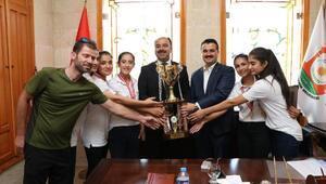 Başkan Çiftçi, derece alan tenisçileri tebrik etti