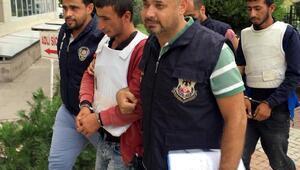 YPGli 2 terörist, tarlada çalışırken yakalandı