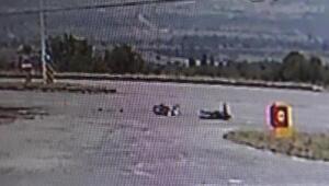 Sürücüsünün ağır yaralandığı motosiklet kazası kamerada