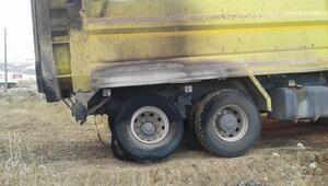 Hafriyat kamyonunun lastiği alev aldı