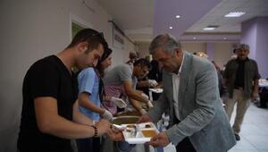 Başkan Çelik, Cemevinde muharrem orucu iftarına katıldı