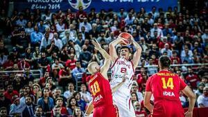 Ersan İlyasova ve Semih Erden, Karadağ maçının ardından Ankaradaki atmosferi övdü