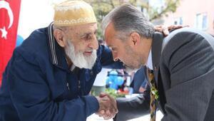 Bursalılarla huzurevi sakinlerini buluşturan kermes