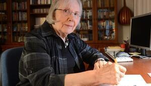 ErdalÖz Edebiyat Ödülü Adalet Ağaoğlunun