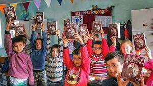 Fırat Yılmaz Çakıroğlu anısına köy okullarına yardımda bulunuyorlar