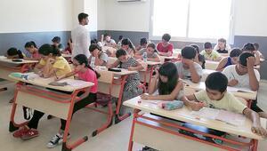 Adanada ücretsiz eğitim için 25 bin öğrenci sınava girdi