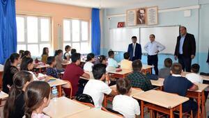 Kaymakam Atar okulları ziyaret etti