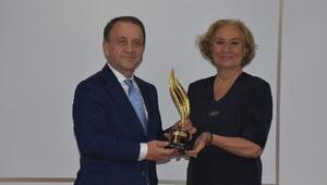 Işıklar'a Yılın Belediye Başkanı Ödülü verildi