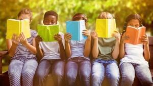Şimdi okullu olduk kitapların başına oturduk