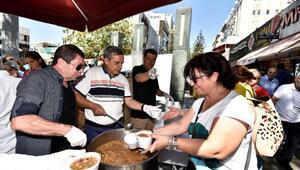 Muratpaşa Belediyesi aşure dağıttı
