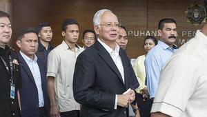 Malezyada eski Başbakan Necip kefaletle serbest bırakıldı