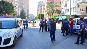 Polis, ucuz perde için kendisine saldıran müşteriyi bacağından vurdu