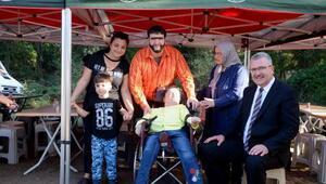 Şahan Gökbakar, engelli hayranıyla film setinde buluştu