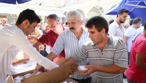 Mersin Büyükşehir Belediyesi, 22 bin 500 aşure dağıttı