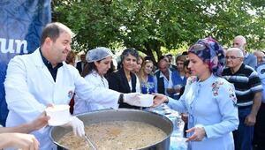 Maltepe'de 25 bin kişiye aşure ikram edildi