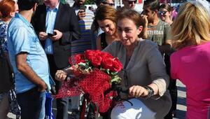 AB Türkiye Delegasyonu Başkanının eşi İzmirde bisiklete bindi