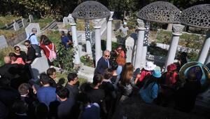 Zeki Müren ölümünün 22nci yılında kabri başında anıldı