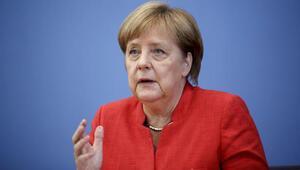 Merkel özür diledi koalisyon kurtuldu