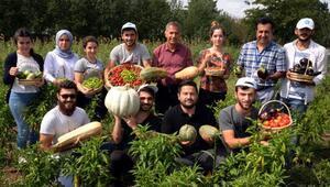 Üniversiteli çiftçilerin organik ürünlerine özel ilgi