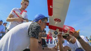 Liselilerin uçağı, hayallerine uçtu