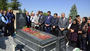 Bozkırın Tezenesi Neşet Ertaş, ölüm yıl dönümünde mezarı başında anıldı