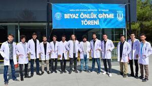 MSKÜde tıp fakültesi öğrencileri beyaz önlük giydi
