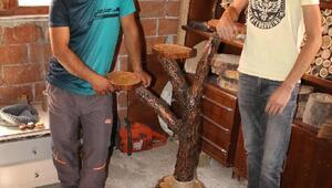 Ağaç kütüklerinden hediyelik eşya yapıyorlar