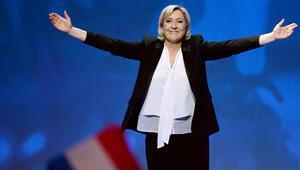 Le Pen'in partisine 'hayali danışman' cezası