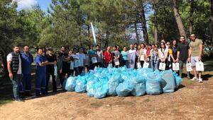 Öğrenciler Aydos Ormanı'nı temizledi