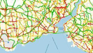 Yola çıkacaklar dikkat İstanbulda yağmur trafiği