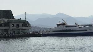 İzmirde vapur seferlerine fırtına engeli