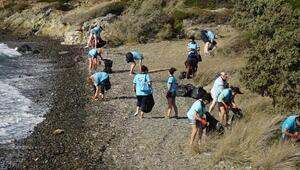 Marmariste yabancı tur rehberleri sahil temizliği yaptı