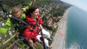 At sırtında dağlara çıkmak mı daha heyecan verici, yoksa o görkemli dağlarda yamaç paraşütü yapmak mı
