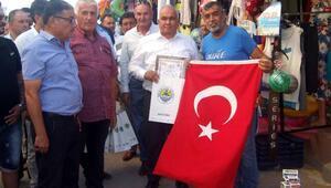 Başkan Tollu, esnaf ve vatandaşa aşure dağıttı