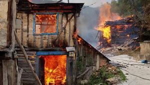 Kastamonuda korkutan yangın 8 ev alevler içinde