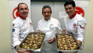Ünlü aşçı Zeki Açıköz, YENİMEK kursiyerlerine aşure tarifi verdi